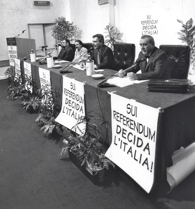 Credit: Flickr - Marco Gentili Trieste 1994 - Manifestazione radicale all'Hotel Savoia a difesa dei referendum
